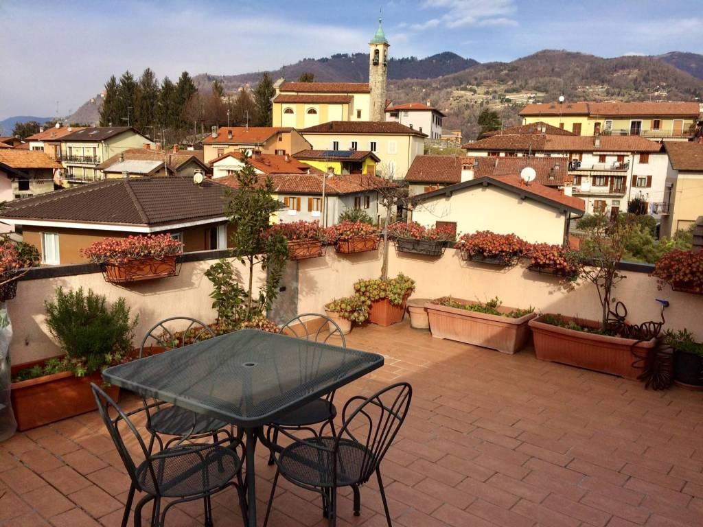Appartamento in vendita a Lipomo, 4 locali, prezzo € 220.000 | CambioCasa.it