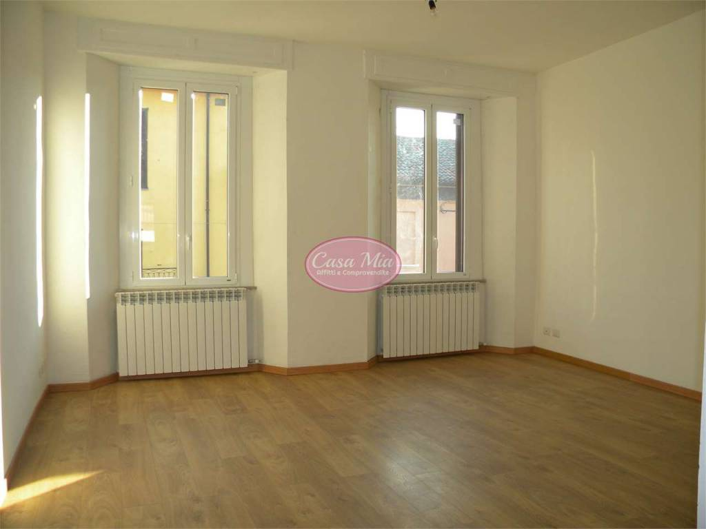 Appartamento in buone condizioni in affitto Rif. 8066726