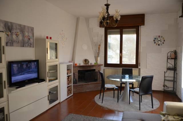 Appartamento in buone condizioni parzialmente arredato in vendita Rif. 5684968
