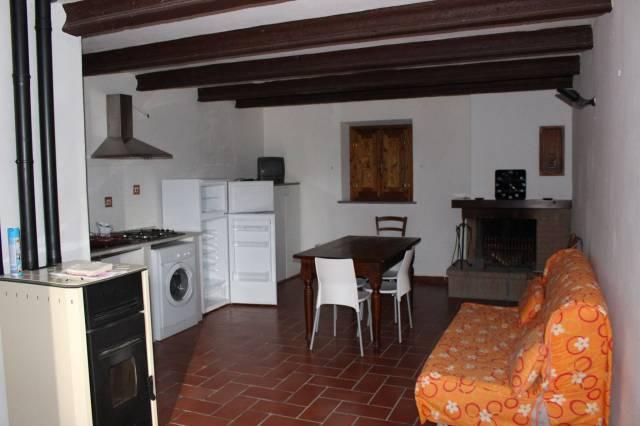 Appartamento in buone condizioni in affitto Rif. 4329175