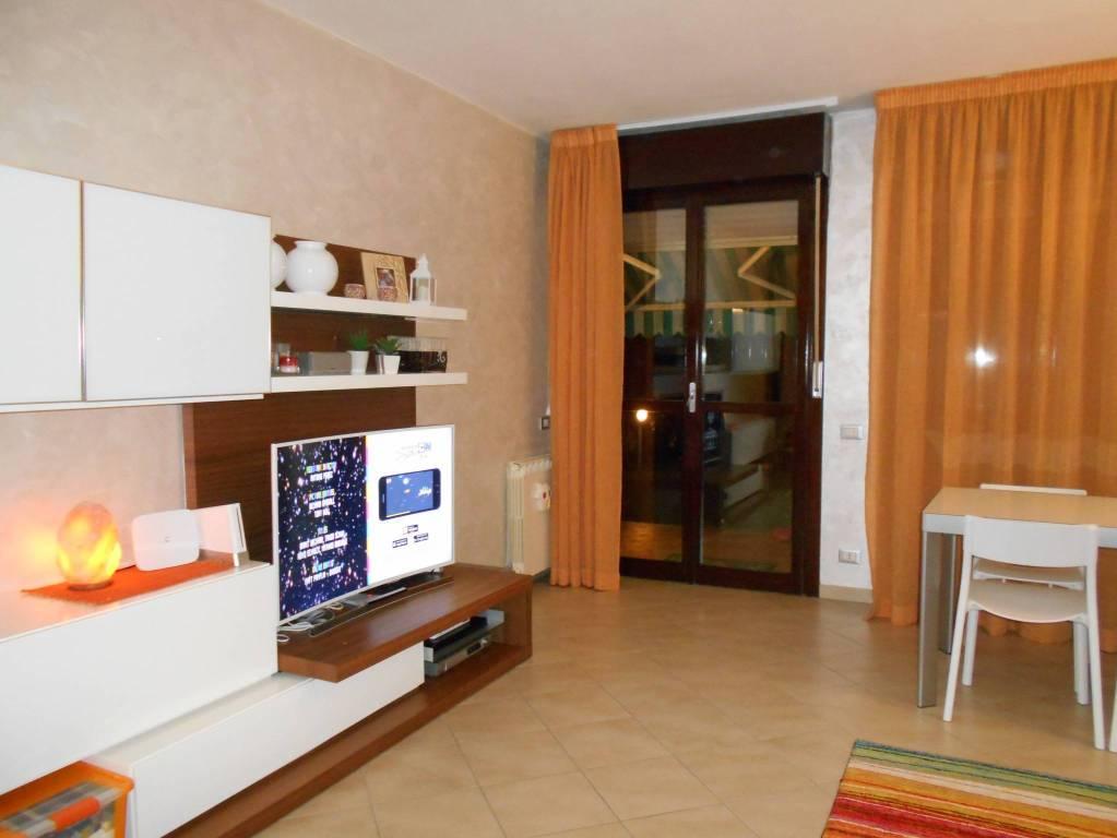 Appartamento in buone condizioni in vendita Rif. 8900417