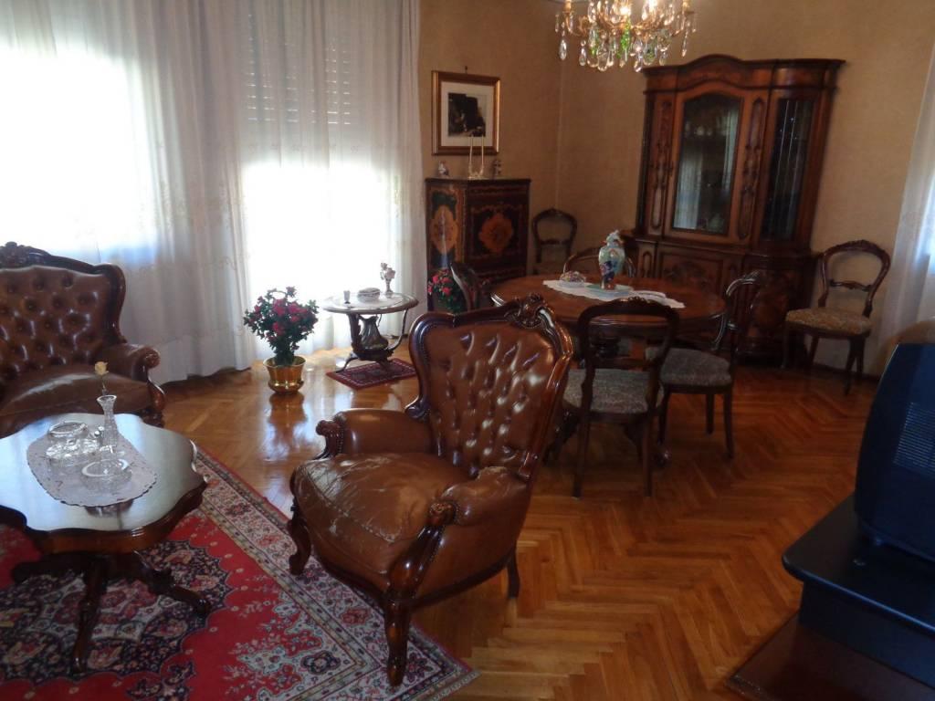 Foto 1 di Appartamento viale Conte Eduard Crotti, Aosta
