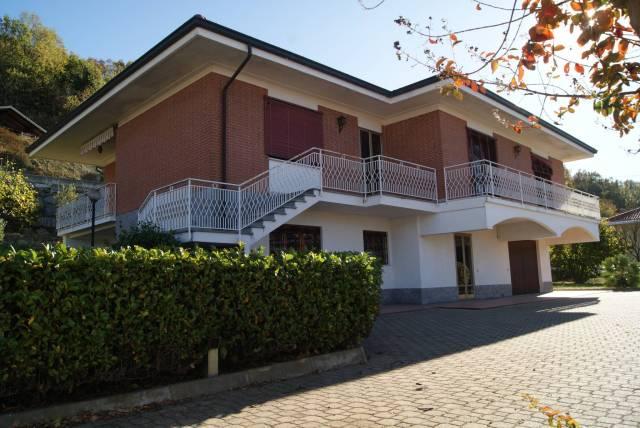 Villa in Vendita a Burolo: 5 locali, 255 mq