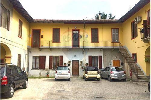 Appartamento in buone condizioni in vendita Rif. 8160741