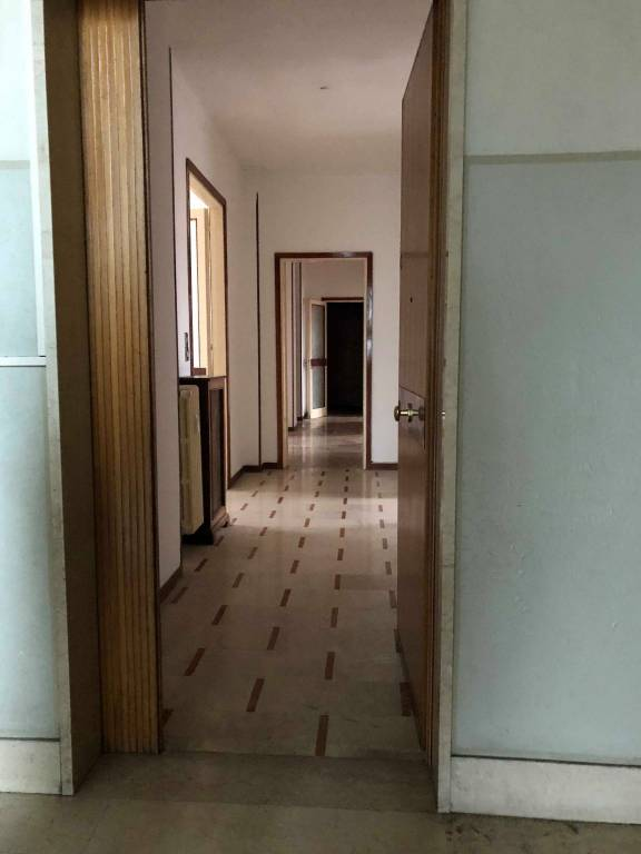 Appartamento in buone condizioni in vendita Rif. 8900418