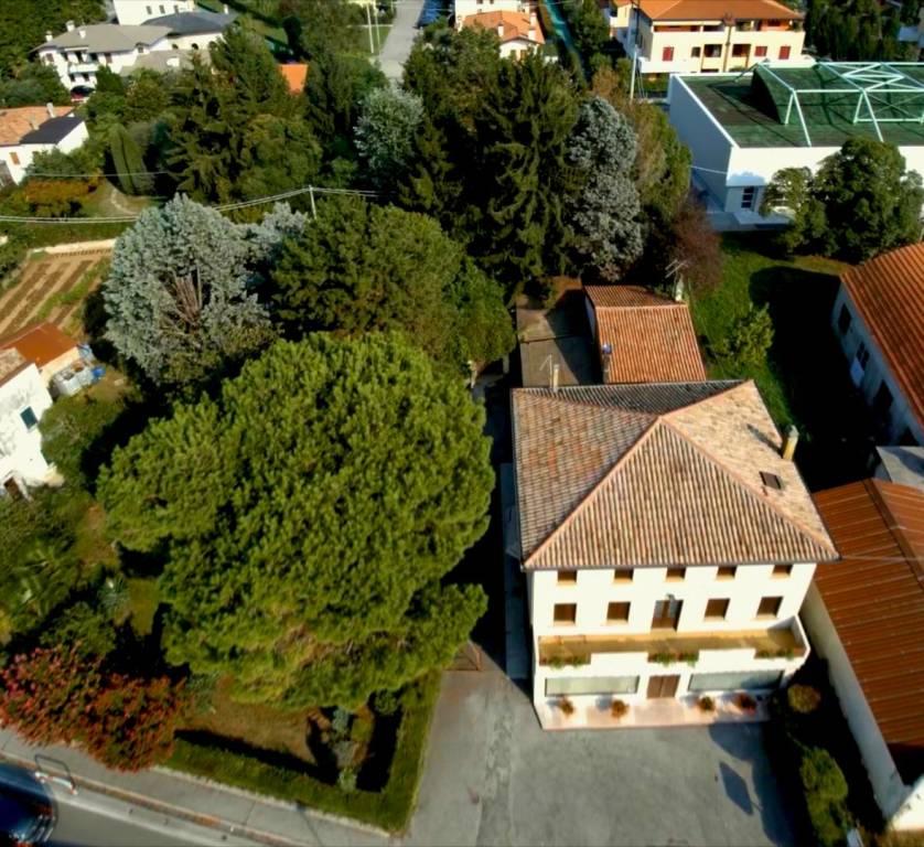 Soluzione Indipendente in vendita a Romano d'Ezzelino, 10 locali, prezzo € 480.000 | CambioCasa.it