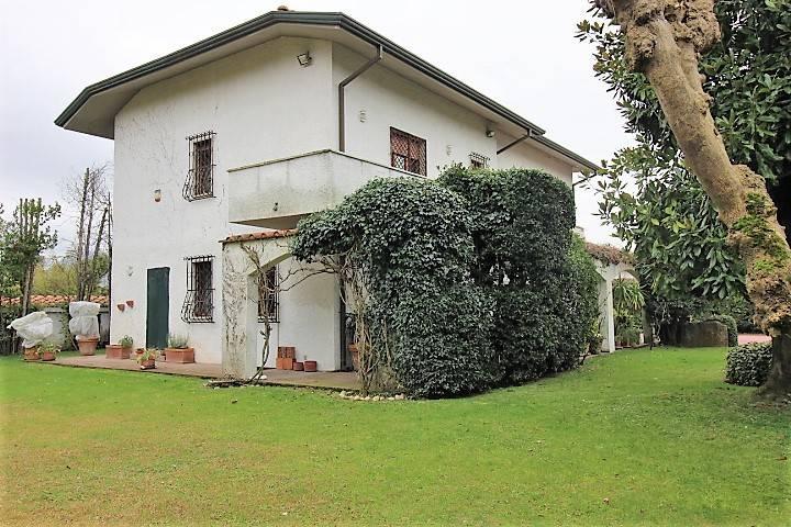 Villa in vendita a Forte dei Marmi (LU)