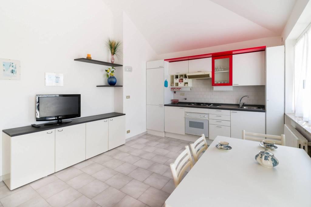 Appartamento in affitto a Ospedaletti, 3 locali, prezzo € 750 | CambioCasa.it