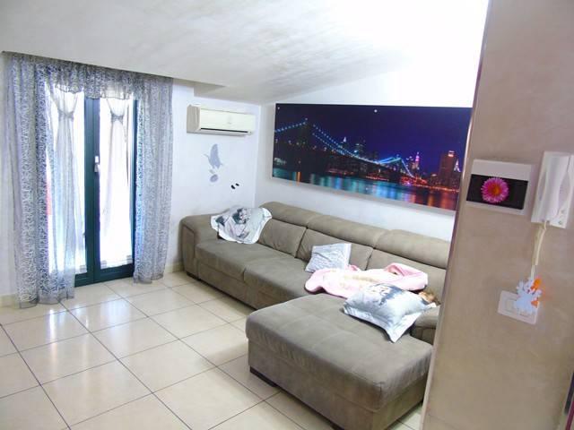 Appartamento in ottime condizioni in vendita Rif. 4208476