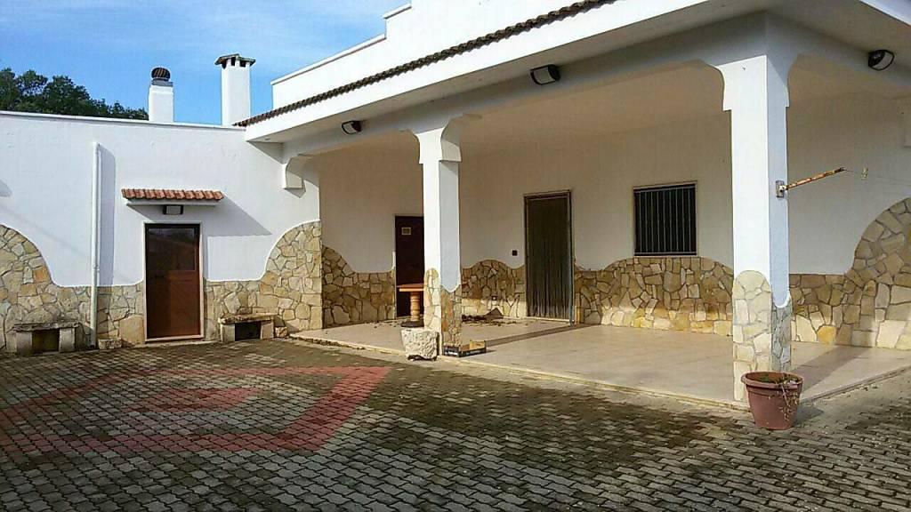 Villa in ottime condizioni arredato in vendita Rif. 7875122