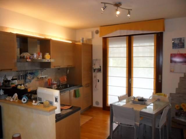 Appartamento in buone condizioni parzialmente arredato in vendita Rif. 4828097