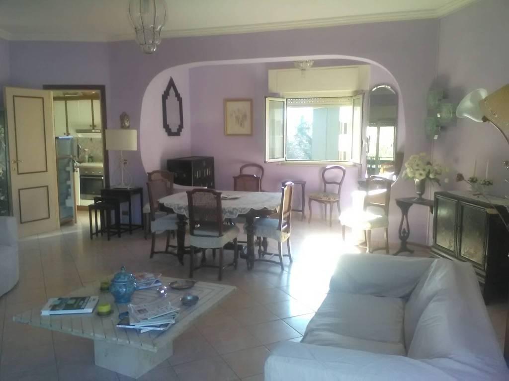 Appartamento in buone condizioni arredato in vendita Rif. 8204388