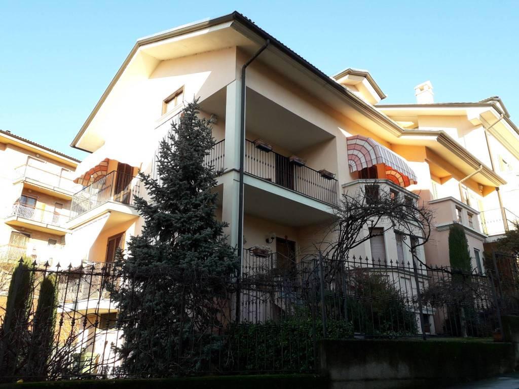 Villa a Schiera in vendita a Santhià, 7 locali, prezzo € 268.000 | CambioCasa.it
