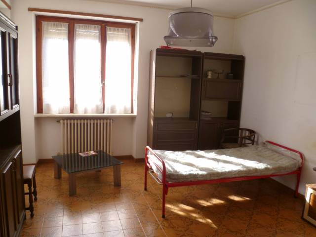 Appartamento da ristrutturare in vendita Rif. 4900997
