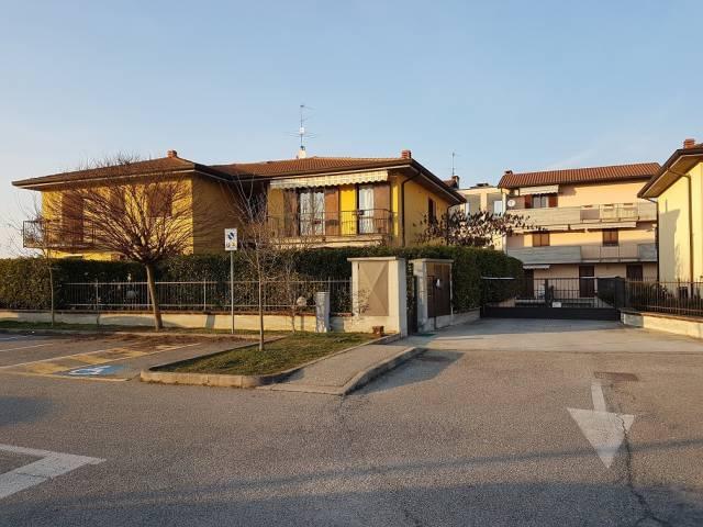 Appartamento in buone condizioni in vendita Rif. 4326537