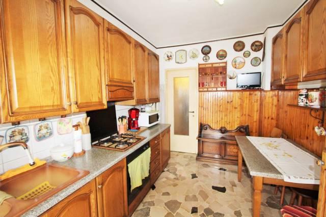 Appartamento da ristrutturare in vendita Rif. 4235438