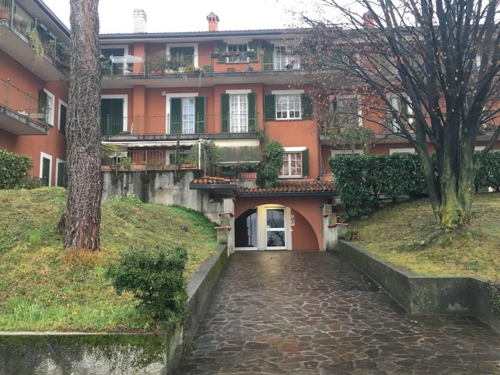 Appartamento in buone condizioni in vendita Rif. 5096231