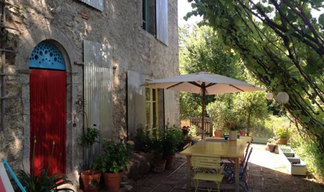 Casa in pietra nel borgo di Casone