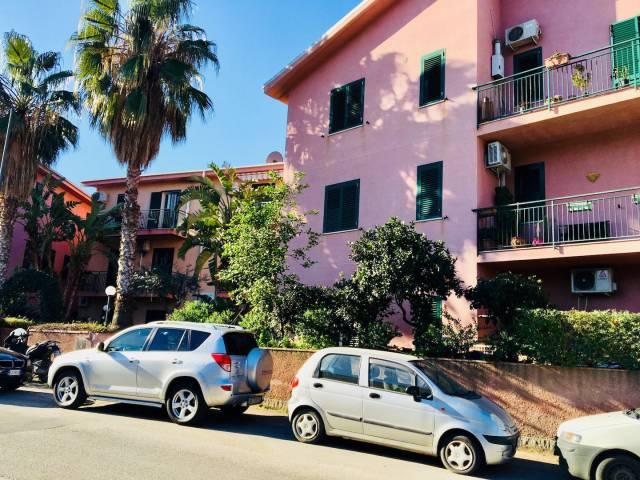 Appartamento in buone condizioni in vendita Rif. 4191526