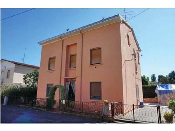Appartamento in vendita a Dosolo, 6 locali, prezzo € 41.700 | CambioCasa.it