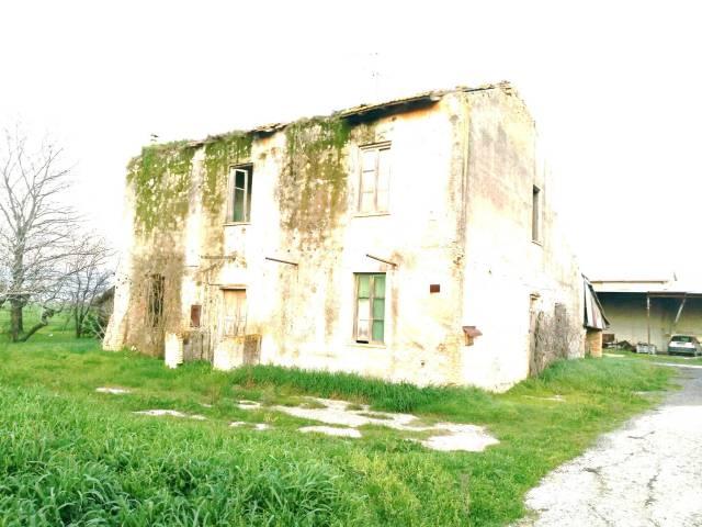 Rustico / Casale da ristrutturare in vendita Rif. 4350451
