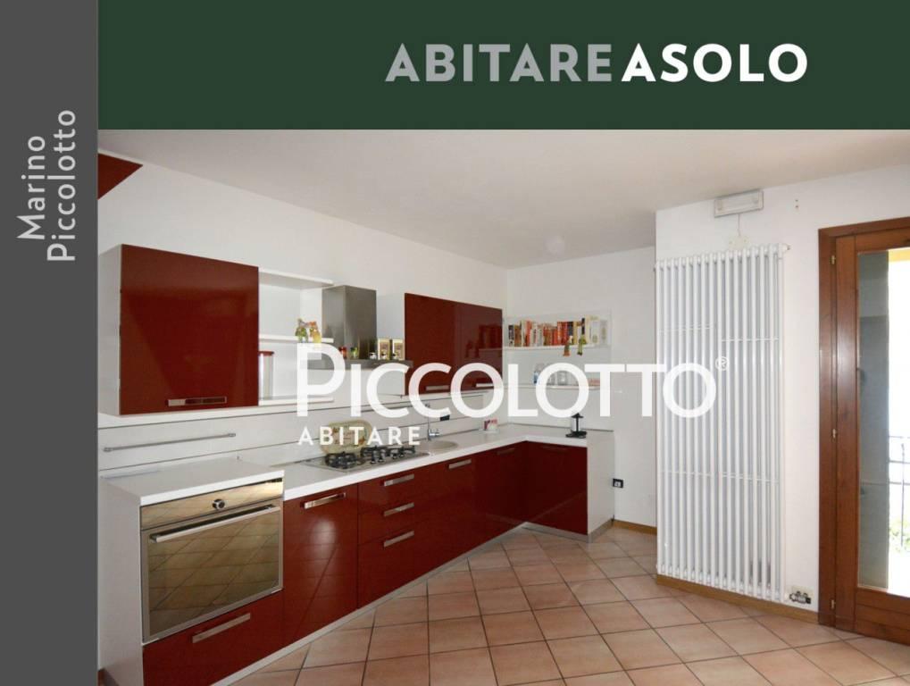 Appartamento in buone condizioni arredato in vendita Rif. 4903848