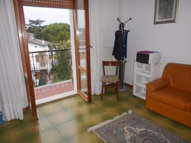 Appartamento in buone condizioni in affitto Rif. 4231592