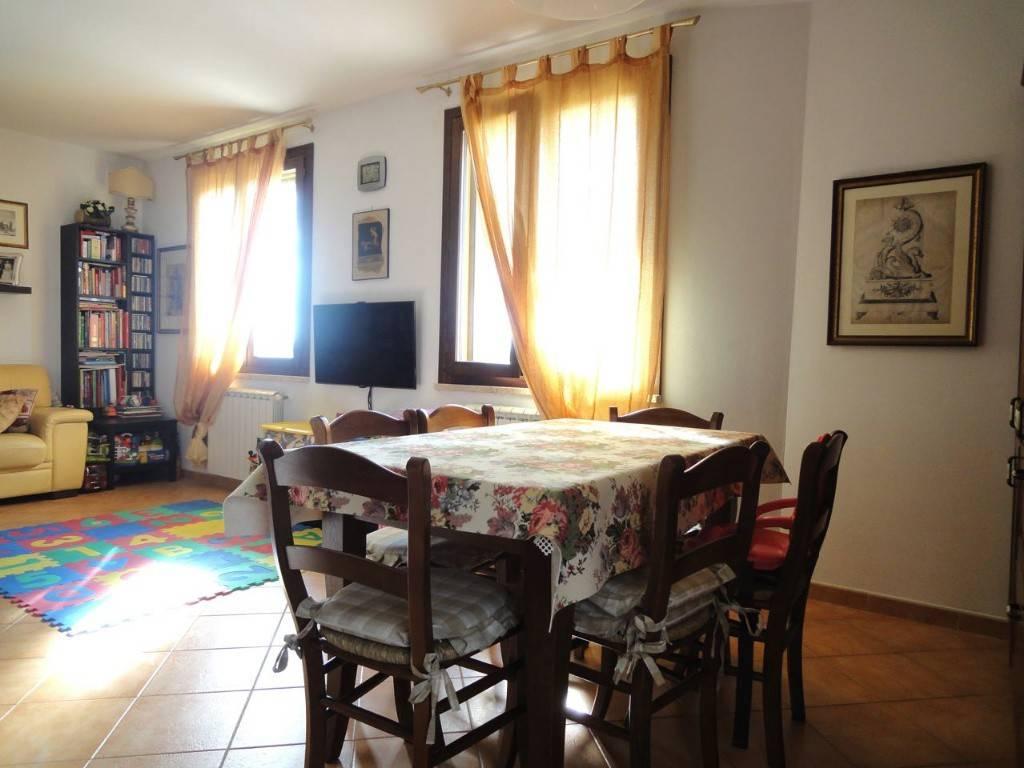 Appartamento in ottime condizioni in vendita Rif. 4456918