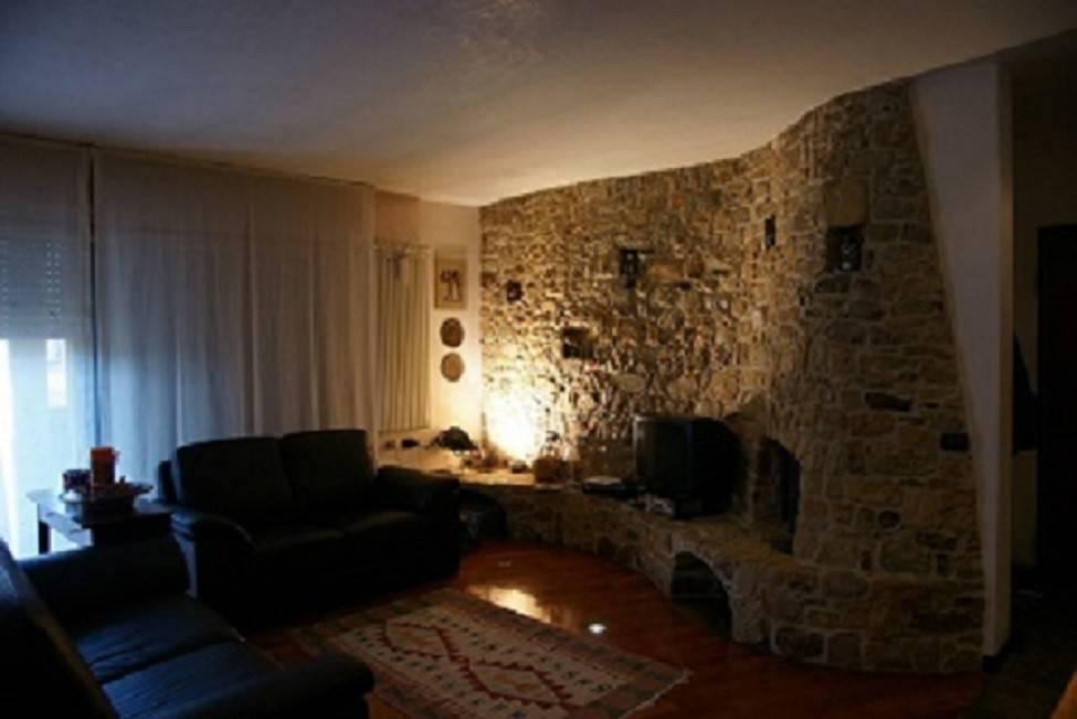 Appartamento in ottime condizioni parzialmente arredato in vendita Rif. 4823599