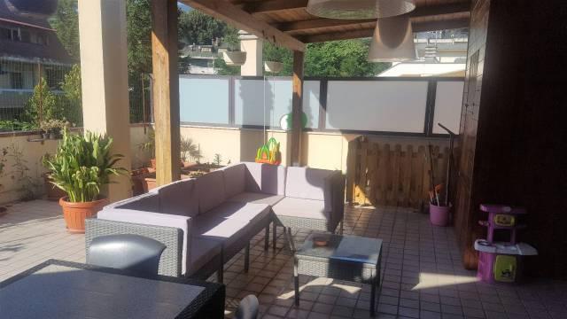 Appartamento in buone condizioni in vendita Rif. 4227140
