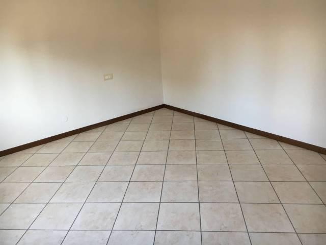 Appartamento in ottime condizioni in affitto Rif. 4401453