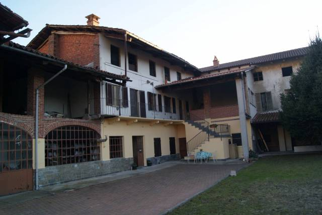 Casa indipendente in Vendita a Palazzo Canavese: 5 locali, 515 mq