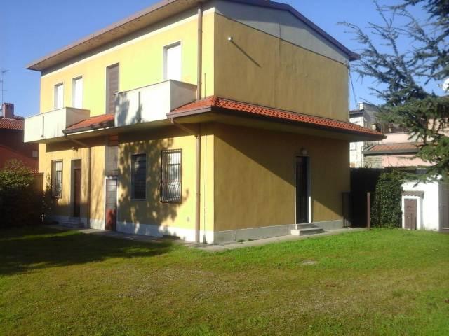 Ufficio / Studio in affitto a Inveruno, 4 locali, prezzo € 500 | CambioCasa.it