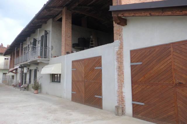 Rustico / Casale in vendita a Cherasco, 5 locali, prezzo € 185.000 | CambioCasa.it