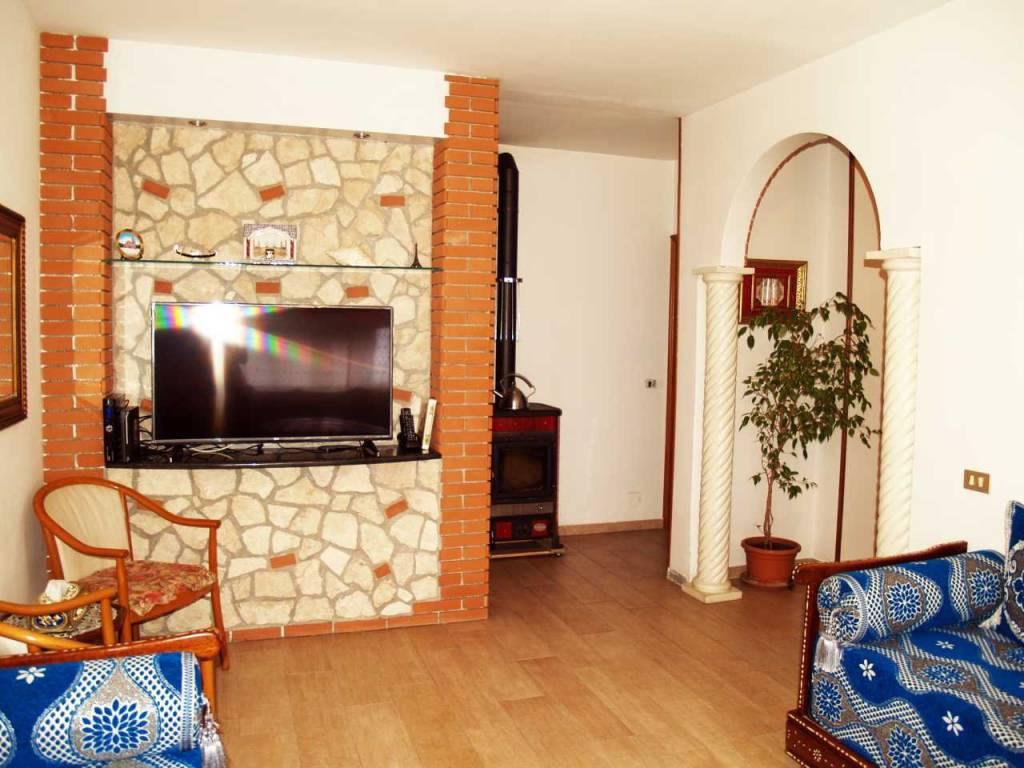 Appartamento in buone condizioni in vendita Rif. 7204907