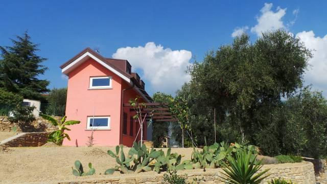Villa trilocale in affitto a Sanremo (IM)