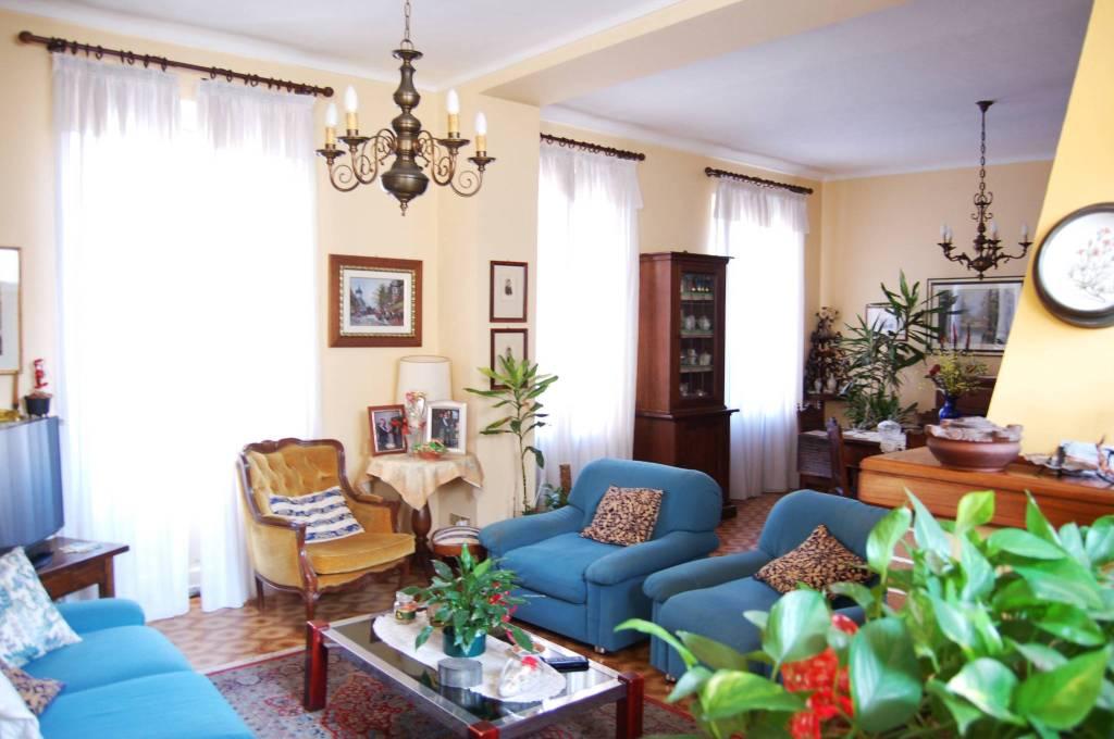 Appartamento in buone condizioni in vendita Rif. 8198889