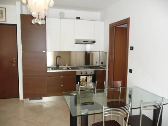 Appartamento in ottime condizioni arredato in affitto Rif. 7677856