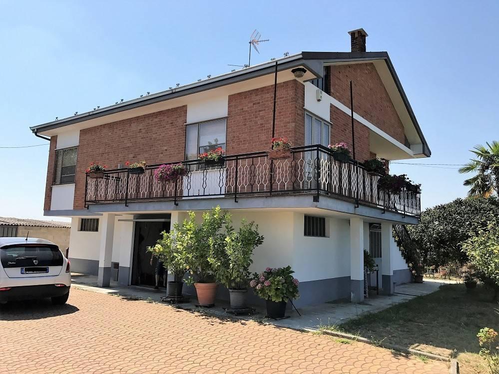 Villa trilocale in vendita a Rocca d'Arazzo (AT)