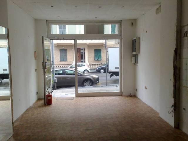 Negozio-locale in Affitto a Genova Periferia Est: 1 locali, 40 mq