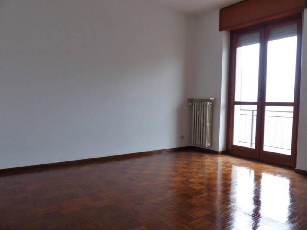 Appartamento in buone condizioni in affitto Rif. 9099601