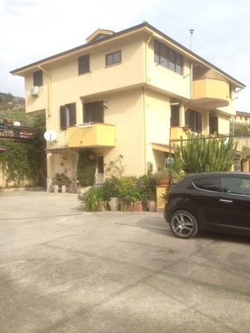 Appartamento in ottime condizioni in affitto Rif. 4457516