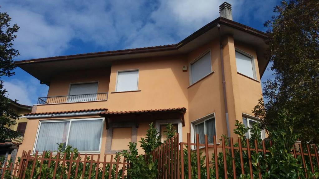 Villa in vendita a Rocca Priora, 5 locali, prezzo € 230.000 | CambioCasa.it
