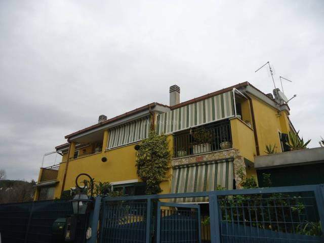 Villa a schiera 5 locali in vendita a Roma (RM)