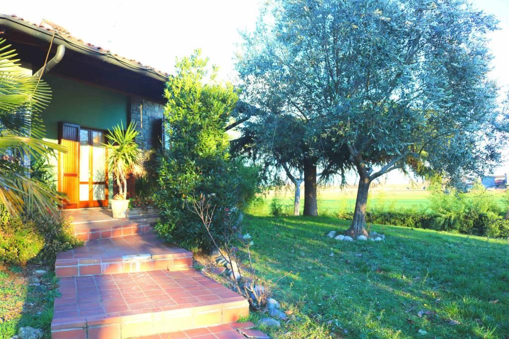 Villa in vendita a Montirone, 6 locali, prezzo € 339.000 | CambioCasa.it