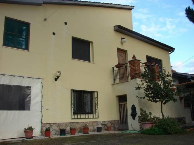 Rustico / Casale in buone condizioni in vendita Rif. 4225014