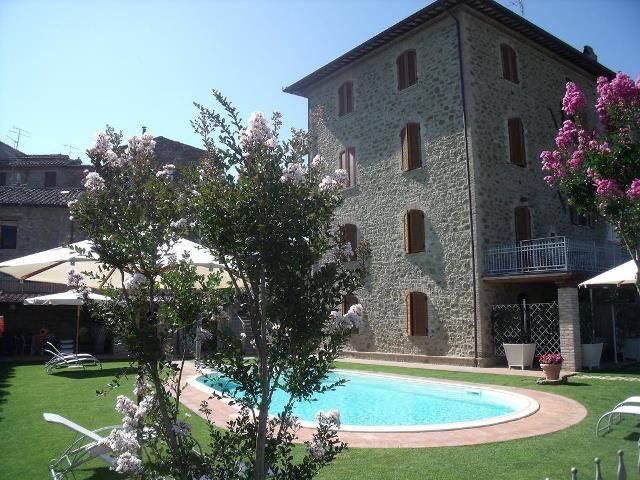Palazzo in Vendita a Magione: 5 locali, 400 mq