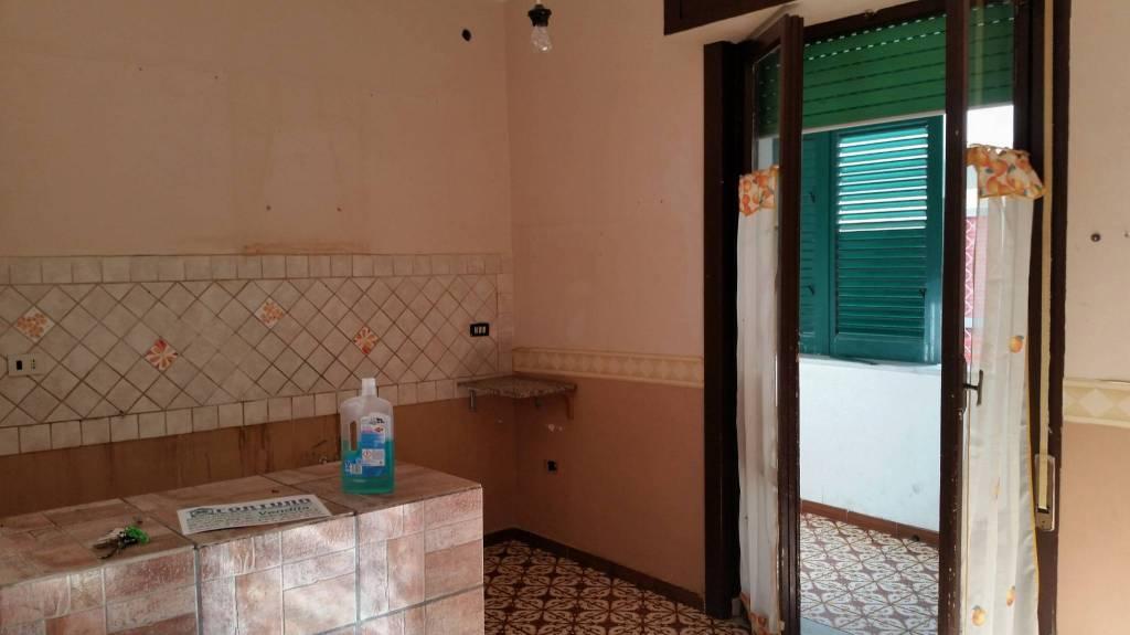 Appartamento da ristrutturare in vendita Rif. 5302821