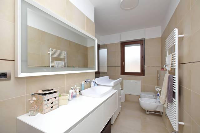 Appartamento in ottime condizioni in vendita Rif. 6949214