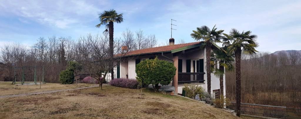 Villa in vendita a Brebbia, 6 locali, prezzo € 310.000 | CambioCasa.it